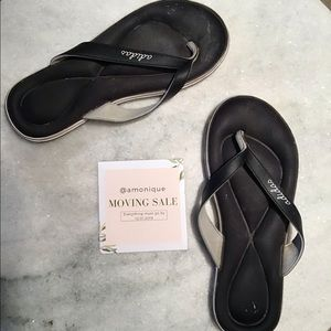 Adidas black foam gel flip flop sandals